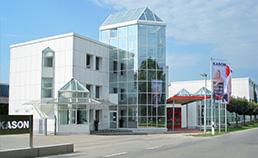 Das KASON Firmengebäude. Hier werden hochwertige Möbel aus Holz für Gastronomie Restaurant und Hotel gefertigt